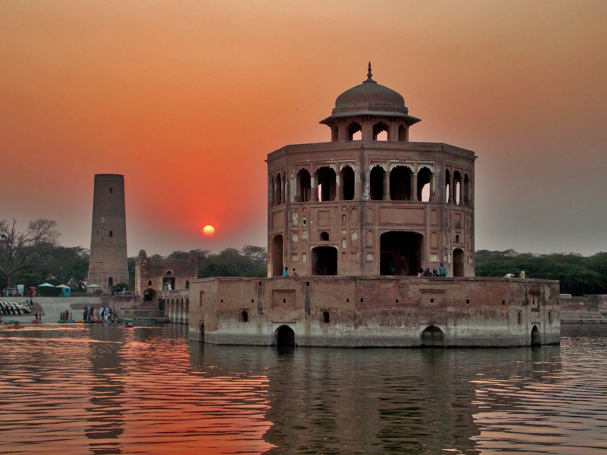 Hiran Minar - historical places in pakistan