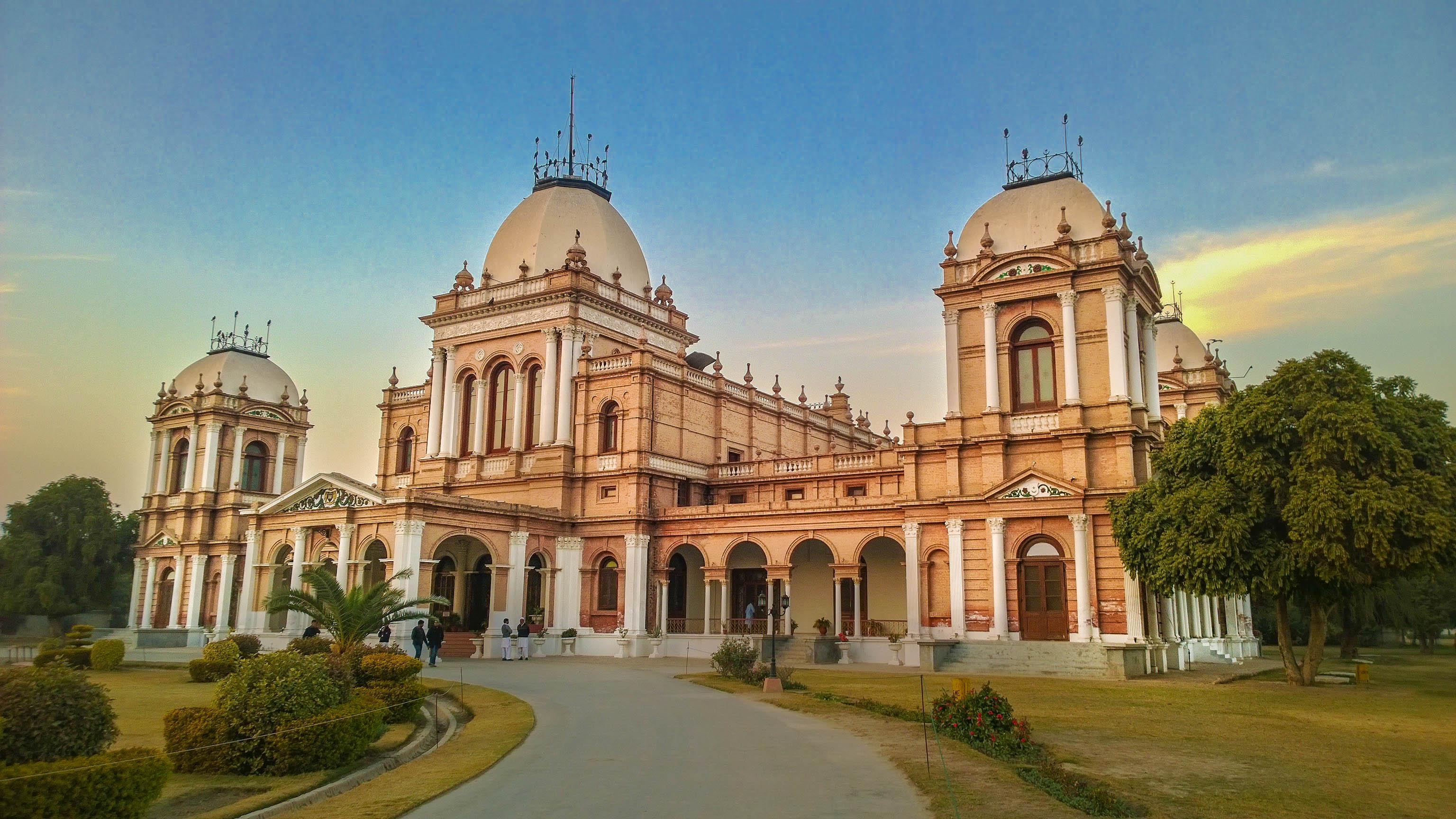 Noor Mahal - historical places in pakistan